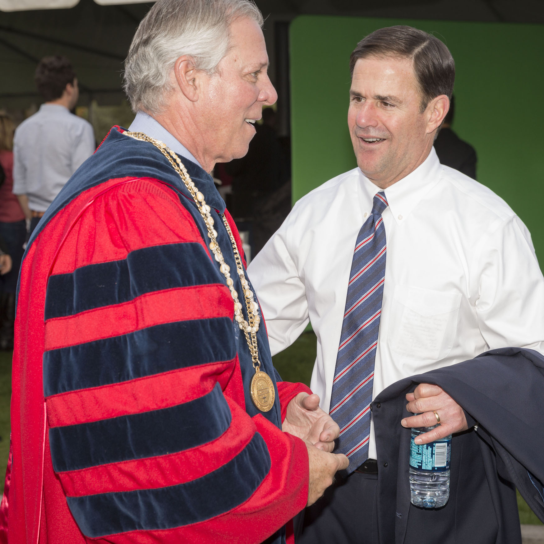 Doug Ducey shakes hands with President Robbins