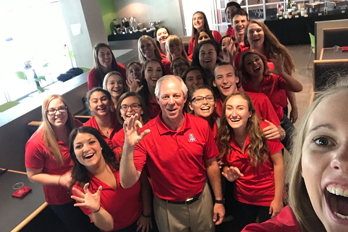 Students take selfies with President Robbins